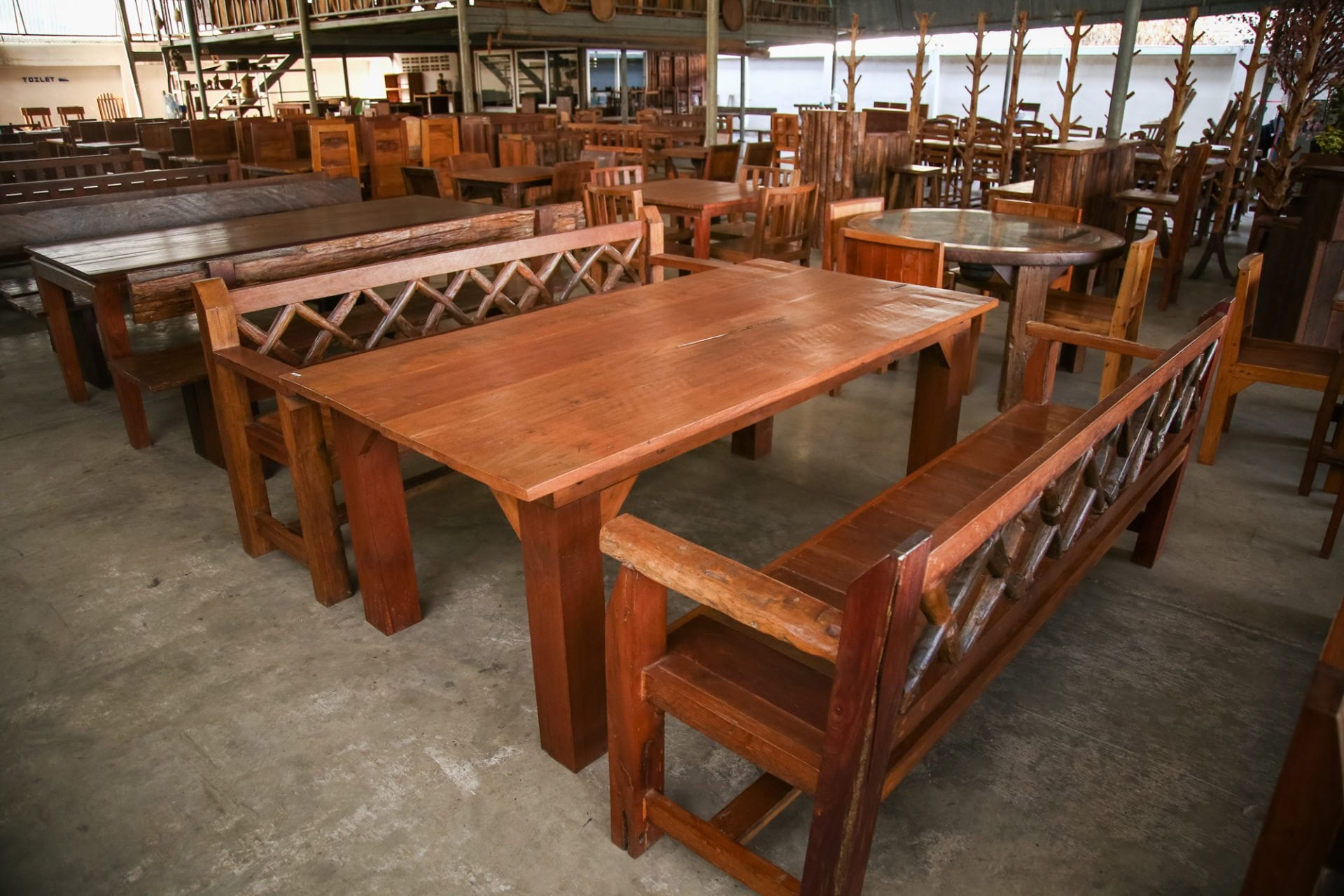 Chiang mai thailand wholesale handicrafts direct from for Thai furniture
