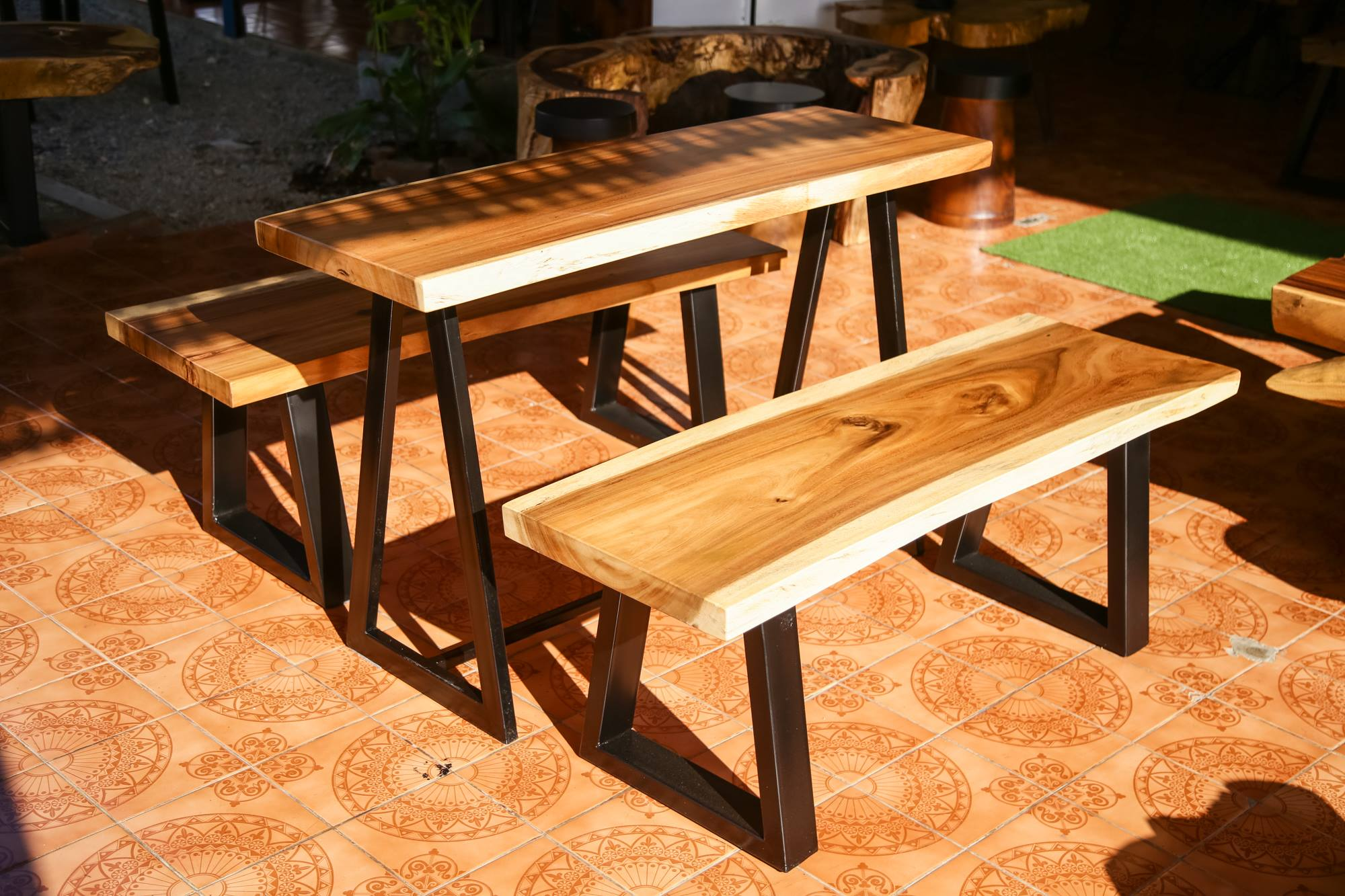 Thailand handicrafts Wholesale Suar wood Bench and Table