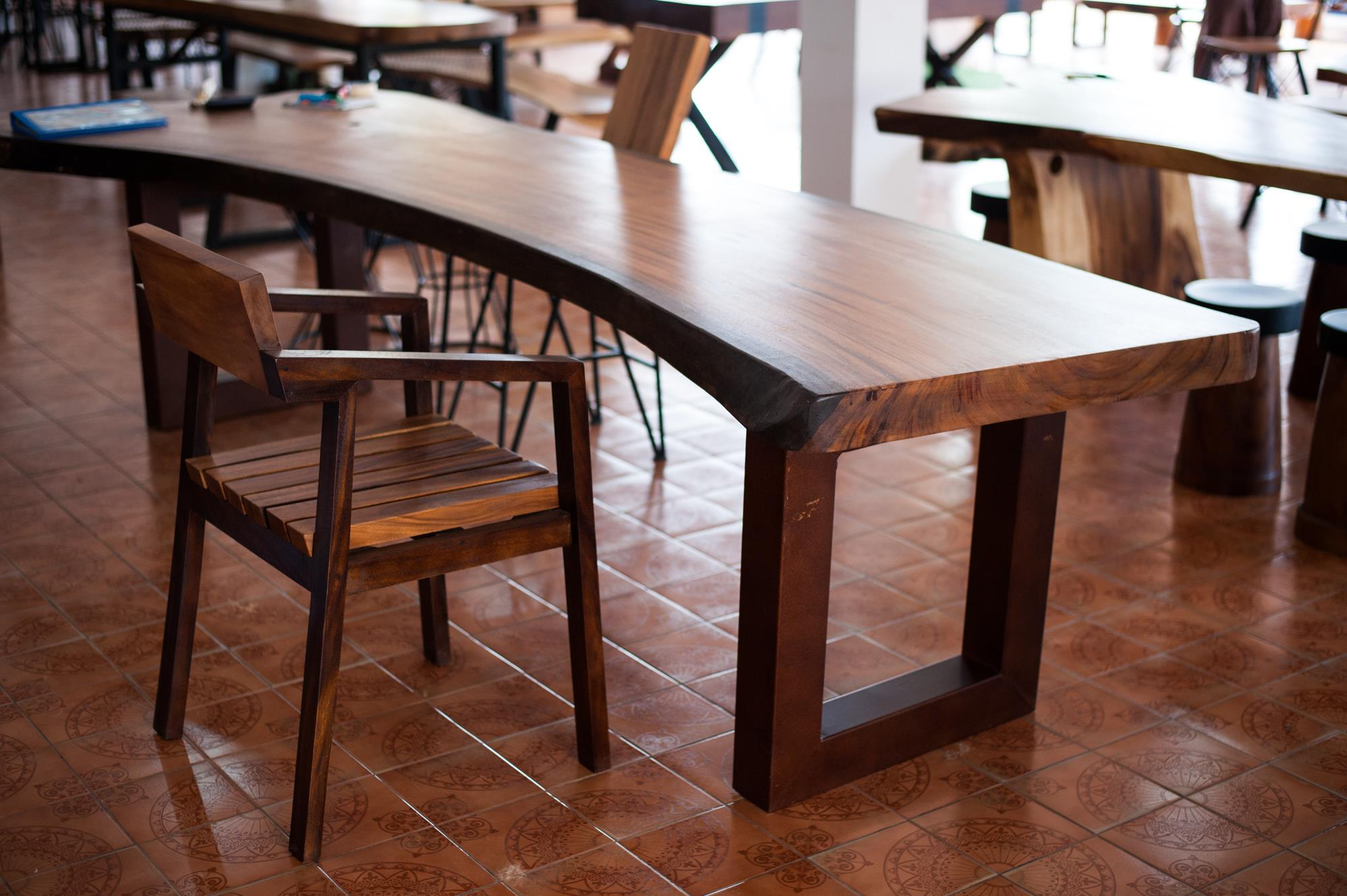 Thailand handicraft wholesale suar wood dining table and chair