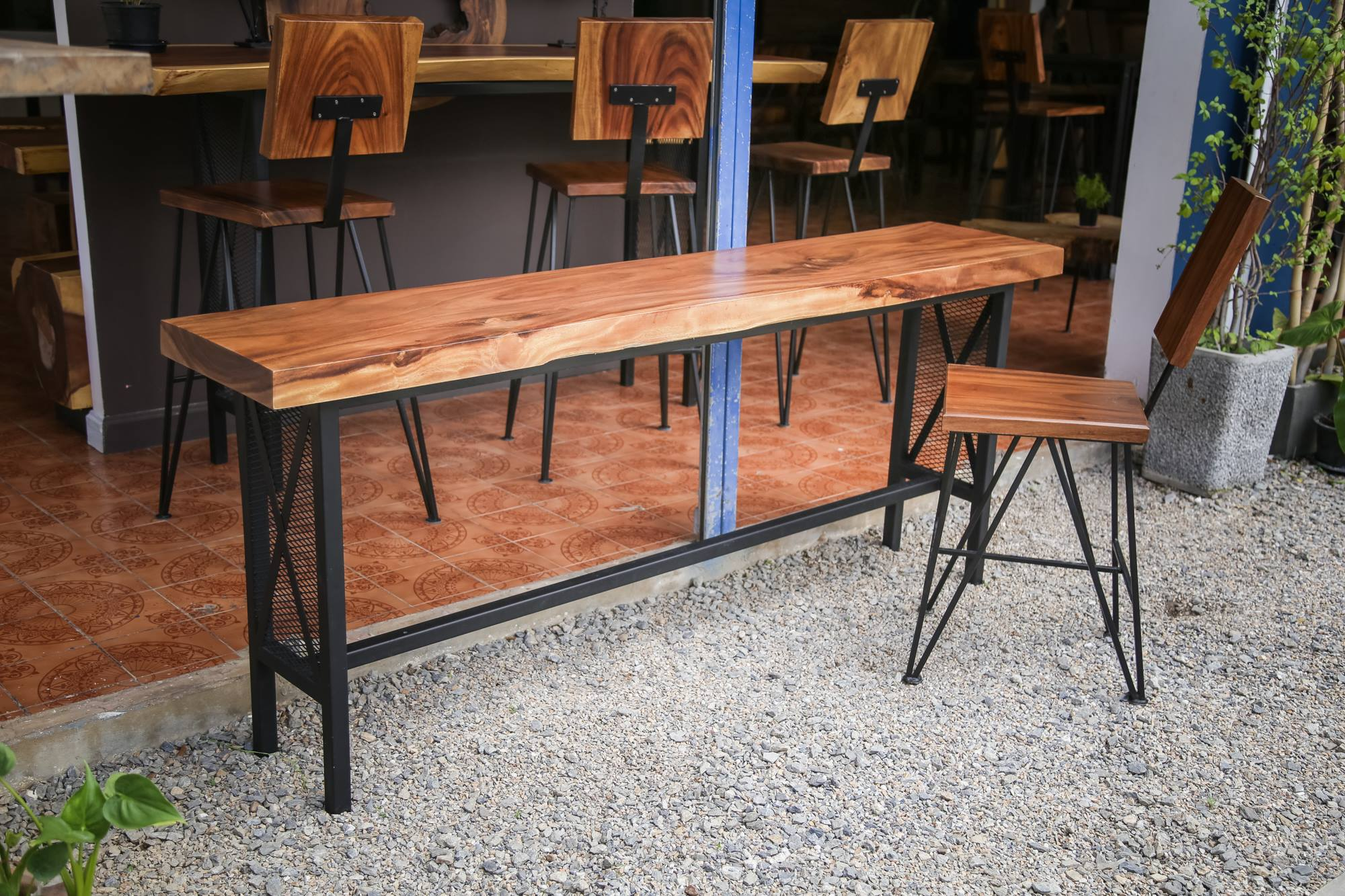 Thailand handicarft wholesale Suar wood sofa table and chairs