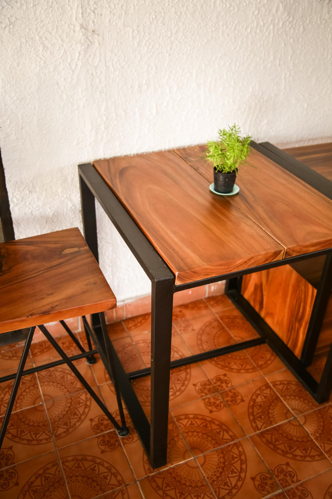 suar wood table and chair