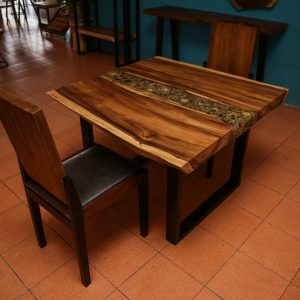 set suar wood table and chair