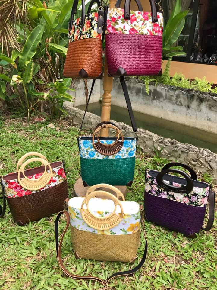 Chiang Mai handicrafts Wholesale Bulrush handbag with flower pattern
