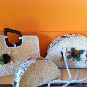 Chiang Mai handicrafts Wholesale Bulrush handbag with flower pattern in white color