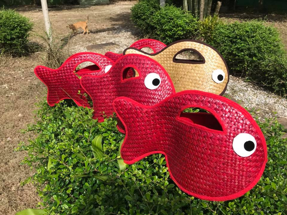 Thailand handicrafts Wholesale Bamboo Handbag with fish in red color