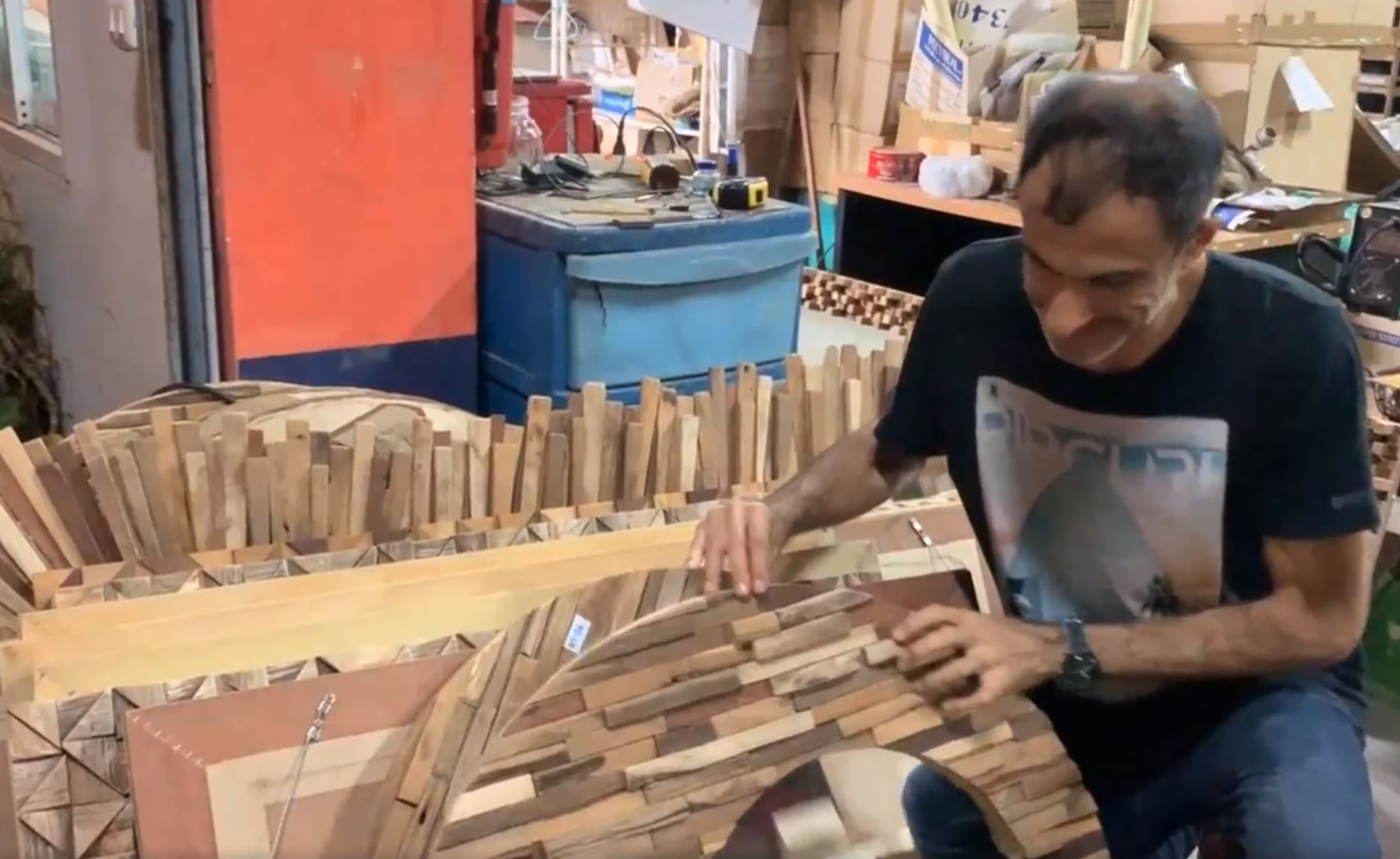 My Favorite Wooden Mirror Frames Wholesale from Baan Tawai Chiang Mai!